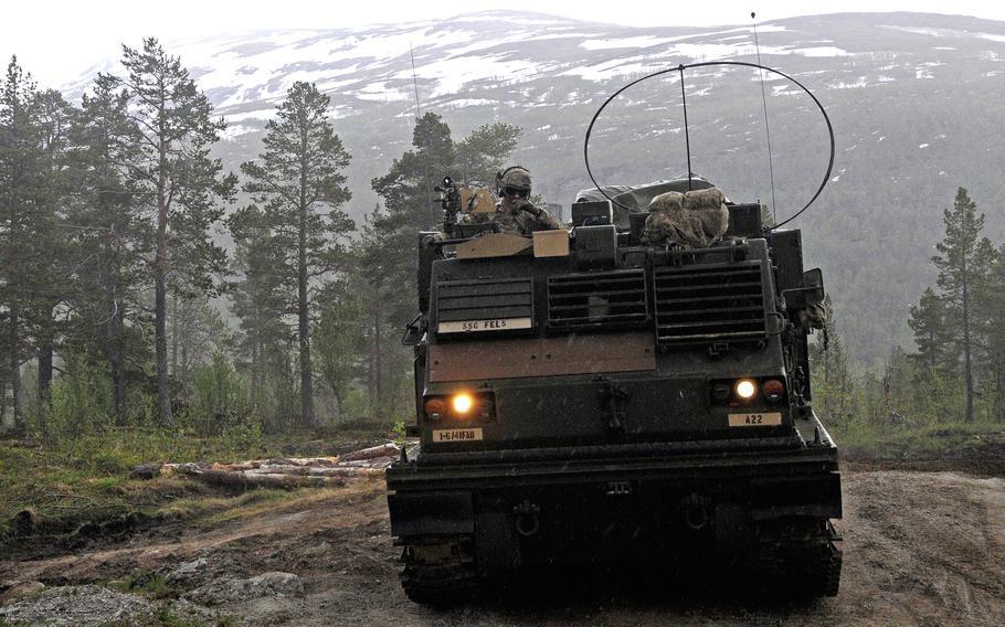 Soldater tildelt 1. bataljon, 6. feltartilleri, 41. feltartillerimanøver under øvelse Thunderbolt 10. juni 2021 i Settermoin, Norge.  Soldatene skjøt Multiple Launch Rocket System i Norge for første gang på mer enn 25 år.