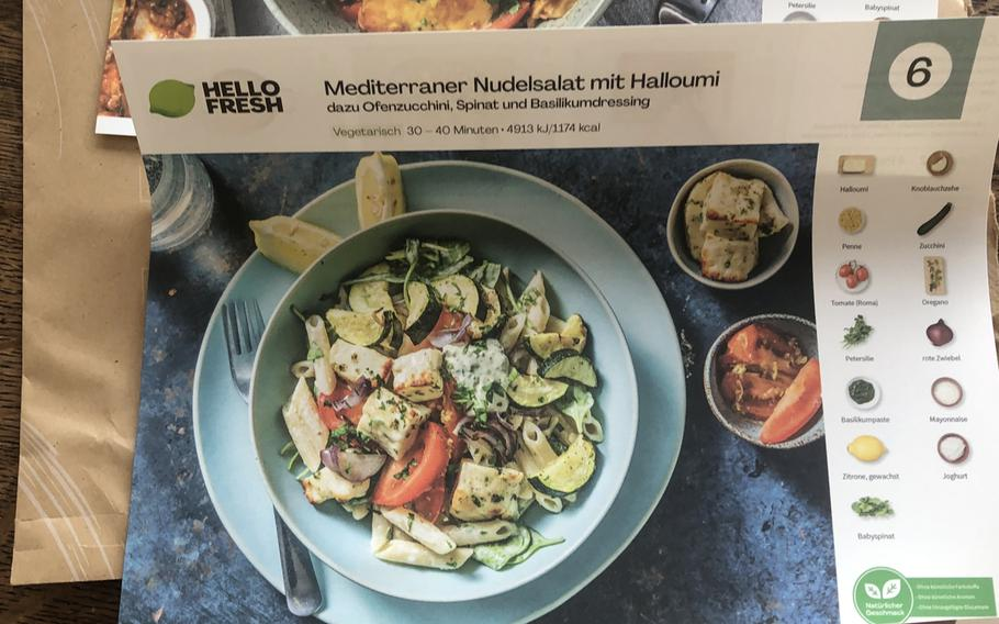 A recipe card from Hello Fresh Germany shows how Mediterranean noodle salad with halloumi cheese should look. Spinach was included in the delivered ingredients instead of zucchini.