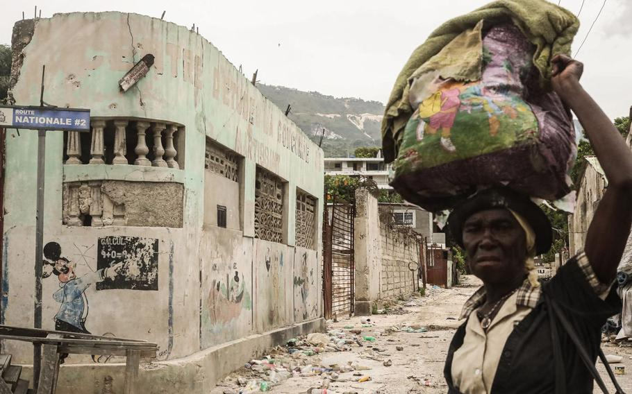 A street littered with trash in the Martissant neighborhood, south of Port-au-Prince.