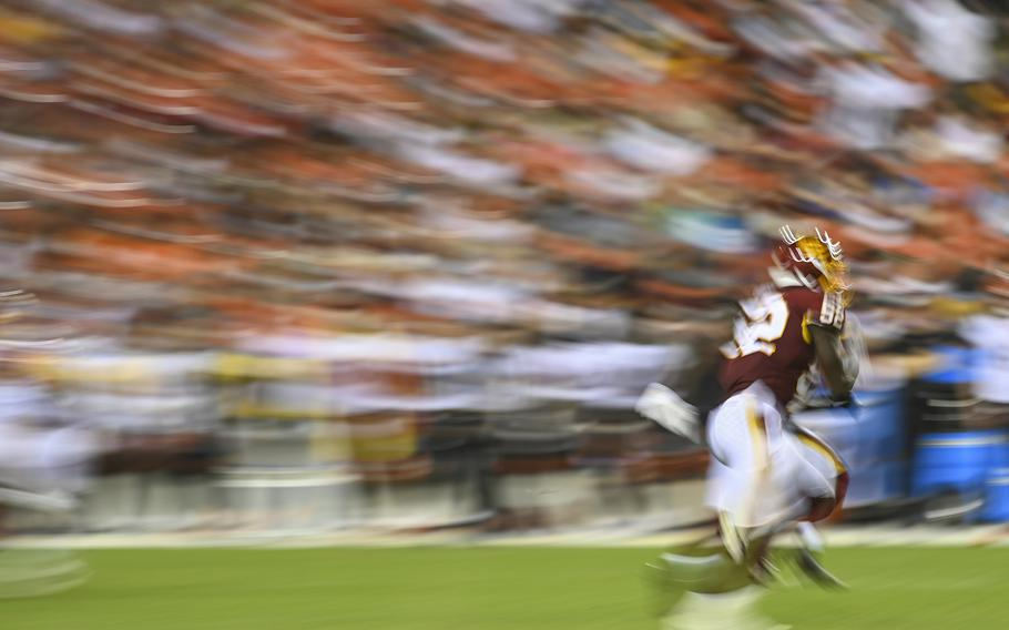 Washington Football Team linebacker Jamin Davis (52) runs down an opponent during action against the Cincinnati Bengals at FedEx Field.