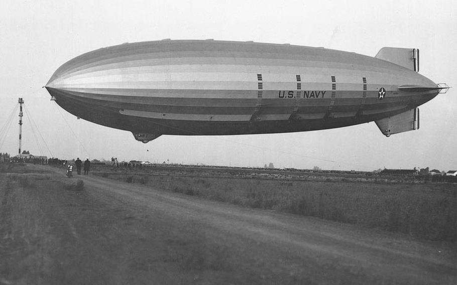 USSAkron(ZRS-4) approaches the mooring mast while landing at Sunnyvale, Calif., May 13, 1932.