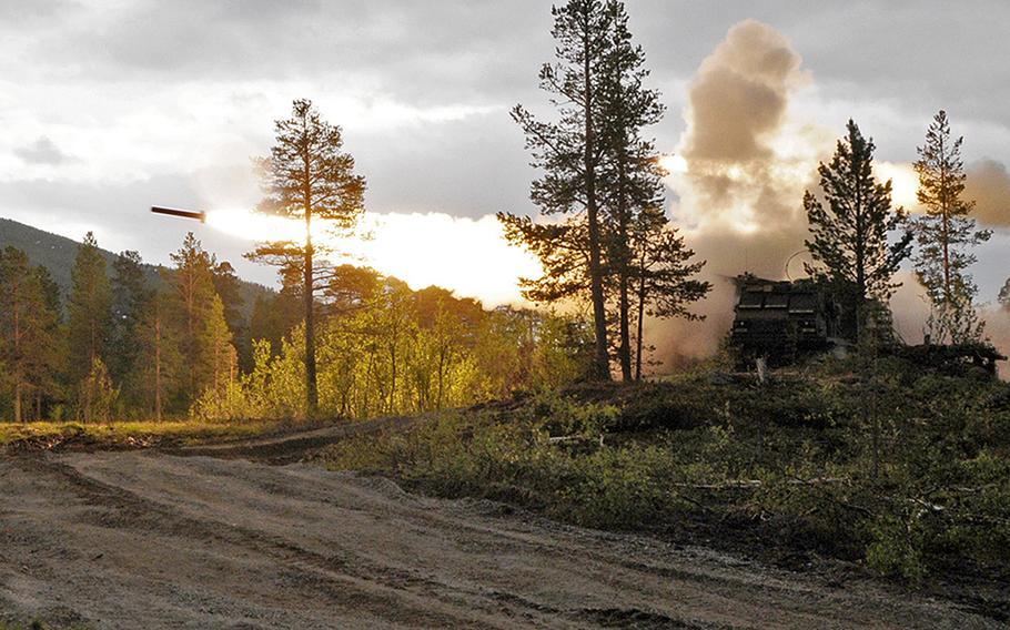 Soldater fra 1. bataljon, 6. feltartilleriregiment, 41. feltartilleriregiment gjennomførte den første amerikanske ildførende rakettsystemet live ild i Norge 25. juni 2021 under øvelsen Thunderbolt i Settermoin.