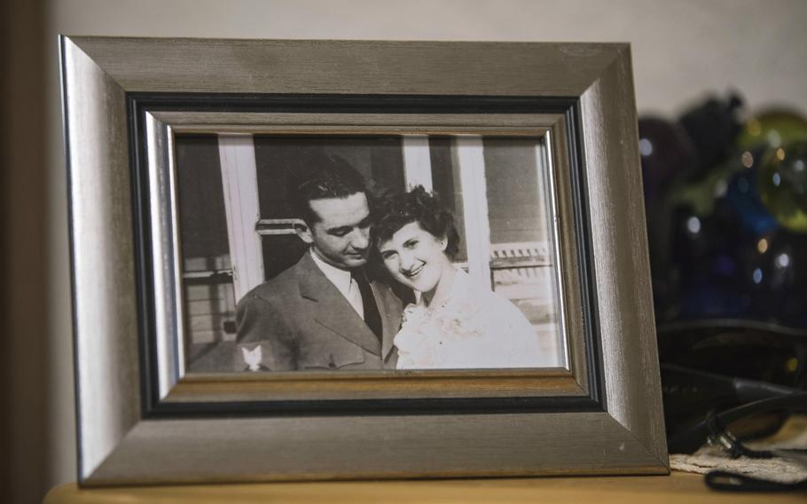A photograph of Thomas and Dee House is displayed in their home in Las Cruces, N.M. on Aug. 26, 2021.