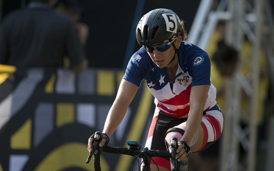 Then-U.S. Army Capt. Kelly Elmlinger races during the Invictus Games on Sept. 27, 2017, in Toronto.