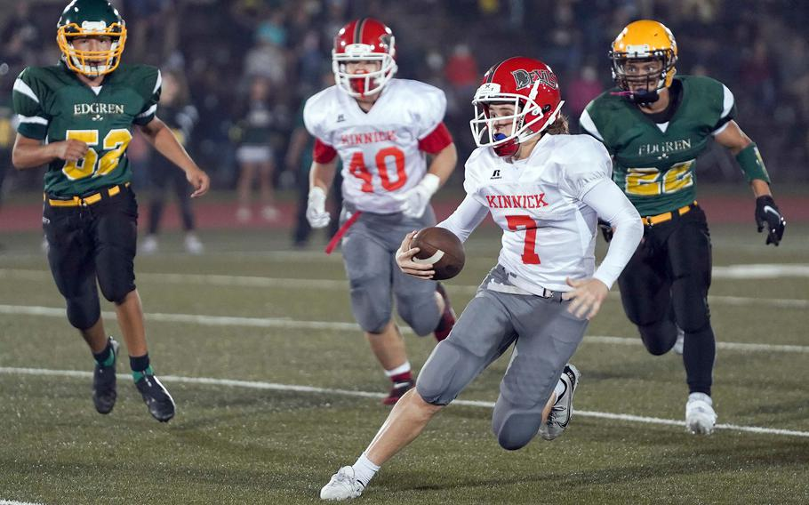 Nile C. Kinnick quarterback Zeke DeLaughter (27-for-40, 526 yards, 11 touchdowns in three games) is just as apt to tuck the ball and run to get yards as needed, Red Devils defensive coach Gary Wilson said.