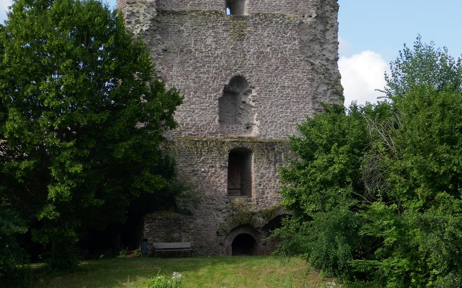The Turmburg, a single tower fortress built around 1070, was the original structure in what would become Burg Hayn in Dreieichenhain, Germany. The rest of the castle was built in the late 13th century.