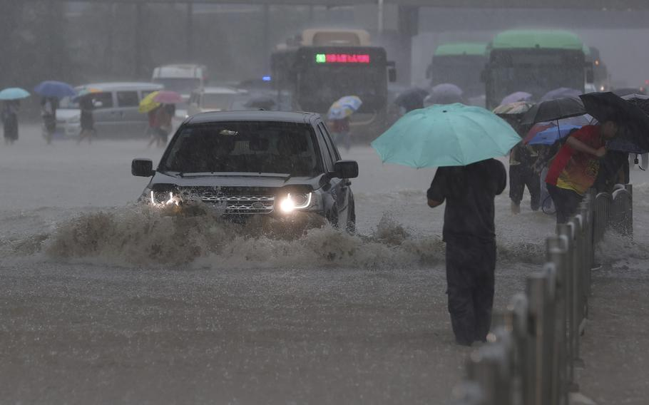 Heavy downpour in Zhengzhou city in central China's Henan province on Tuesday.