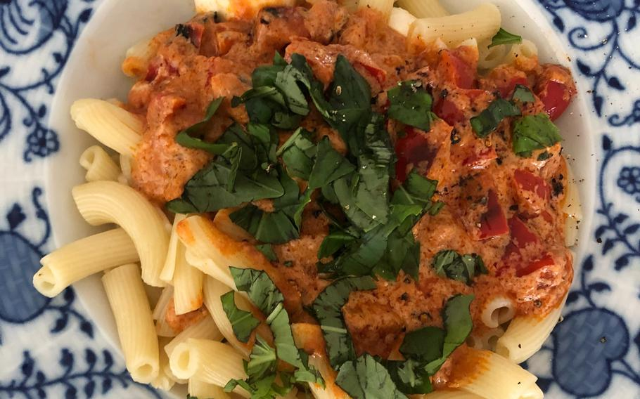 Torchietti in tomato and red pepper sauce, topped with basil and mozzarella, from Hello Fresh in Germany. The meal was included in a Classic Box of vegetarian meals, selected by Hello Fresh.