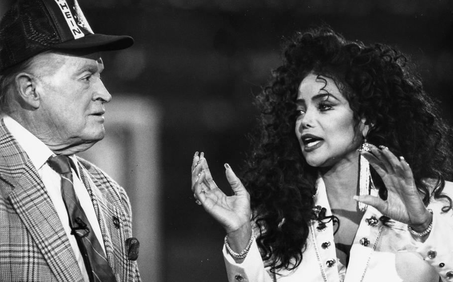 Mai 1990: Bob Hope og Latoya Jackson på scenen på Rhine-Main AB.