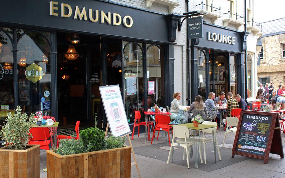 Edmundo Lounge in Bury St. Edmunds is one of a chain of restaurants all over the U.K. The interior design of each restaurant is customized to resonate with the neighboring community.