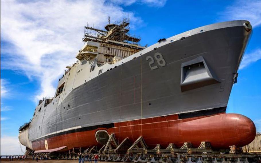 Amphibious transport dock ship Fort Lauderdale (LPD 28).