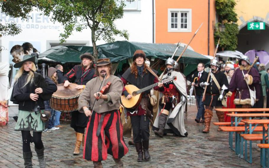 Artists, artisans and entertainers flock to the picturesque city of Meersburg on the shore of Lake Constance this weekend for the Mittelaltermarkt, or Middle Ages Market.