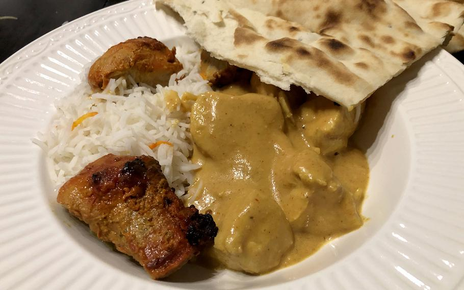 The chicken nurani was boneless chicken cooked in a very mild sauce of cream, yoghurt and cashews. It is also the specialty of the house.
