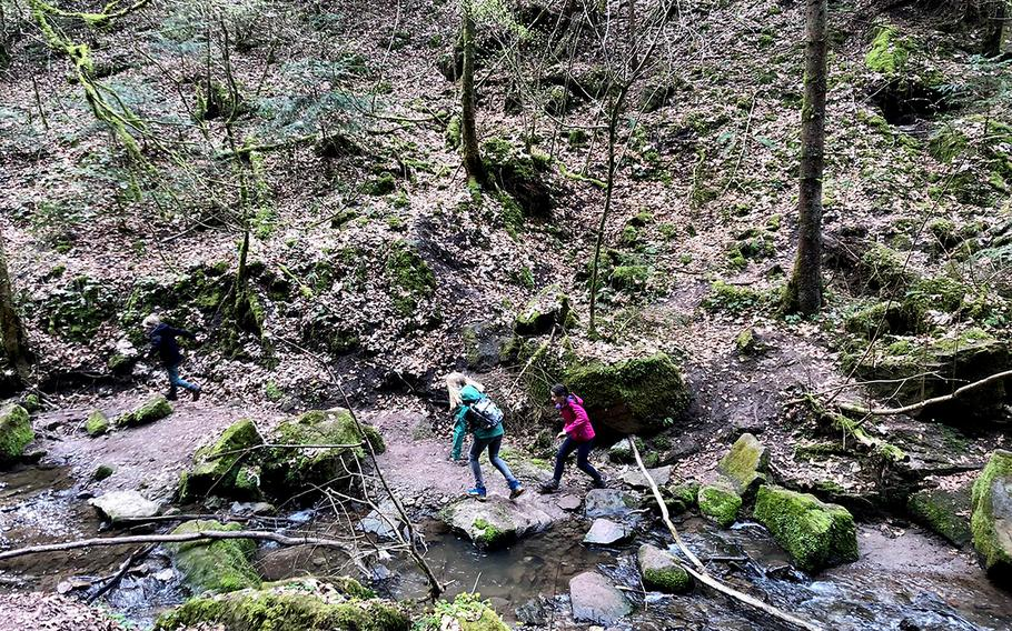 Horschbachschlucht, a river trail near the town of Murrhardt in Baden Wuerttemberg, is an interesting place for a weekend hike. The area is about 30 miles northeast of Stuttgart.