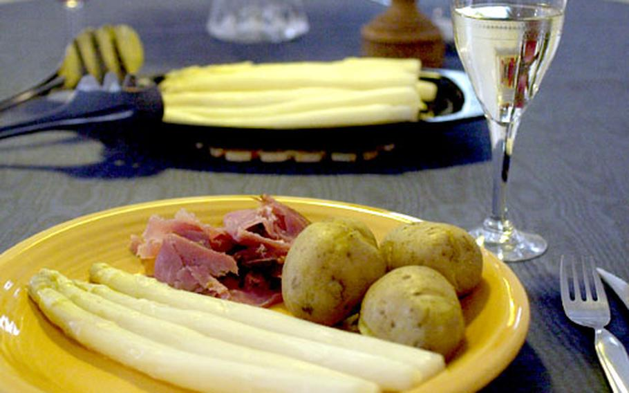 Spargel served with ham and new potatoes. Add a hollandaise or butter sauce, and you have a traditional asparagus meal.