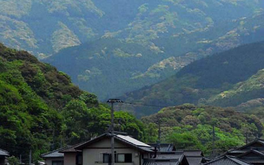 Mount Kokuzo as seen from the entrance of the Ishiki Valley.
