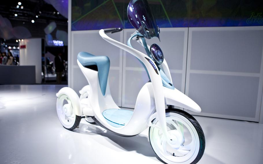 Yamaha and Toyota teamed up to show off their new electrically power-assisted bicycle, EC-Miu.