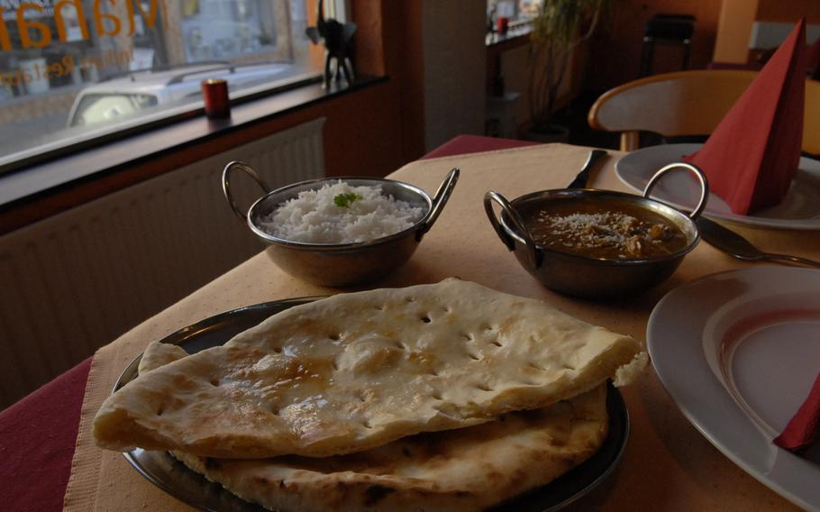 A plate of naan - a soft, white Indian flatbread - along with chicken korma and rice made for a filling and, at 9 euros, a reasonably-priced lunch at the Maharaja Indian Restaurant in Ramstein-Miesenbach. The restaurant opened a year ago in September and serves a variety of mostly Indian and some Pakistani dishes.