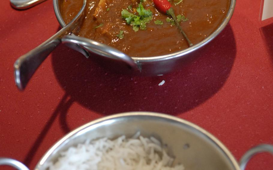 The chicken chili masala, topped with a red chili pepper, is one of the spiciest dishes at the Maharaja Indian Restaurant in Ramstein-Miesenbach.