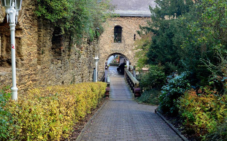 An inviting path leads to the entrance of Burg Rheinfels' interior, gift shop and a hotel in Sankt Goar, Germany.