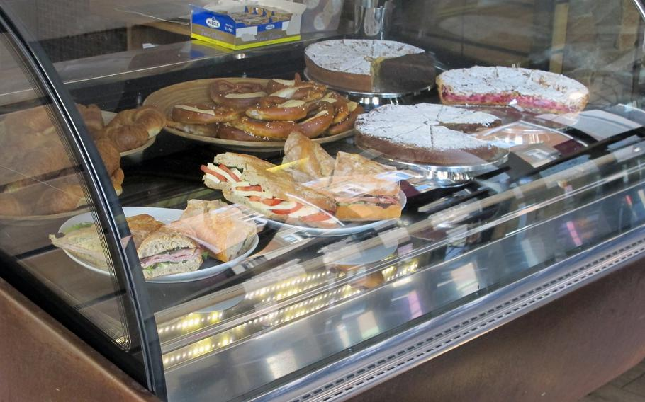 Hüftengold, a cafe in downtown Stuttgart, is a popular destination for cake lovers. Various types, including currant, raspberry and cheese, are prepared fresh each day.
