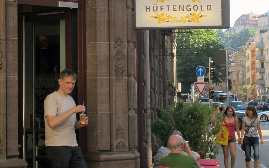 At Hüftengold, a popular cafe in downtown Stuttgart, breakfast, lunch and dinner are served. The cafe is well-known for its cakes and coffee.