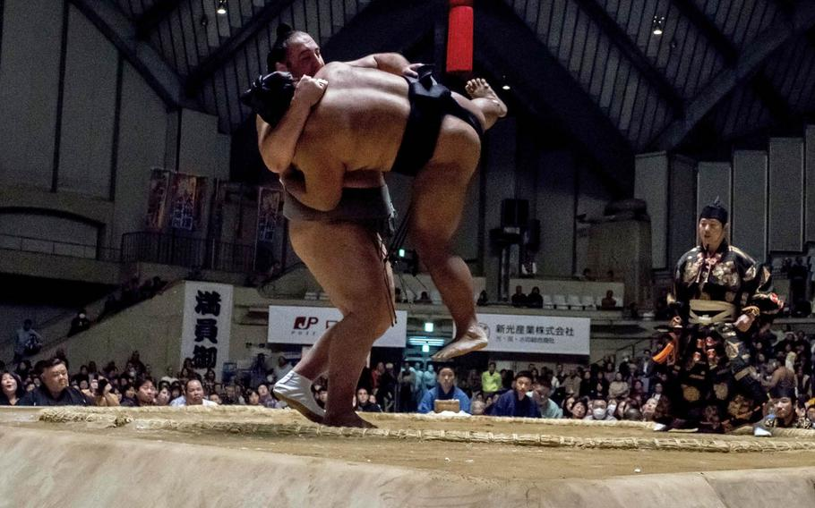 Sumo bouts usually do not last longer than a few seconds.