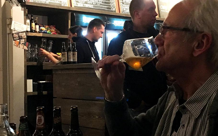At Kraftpaule, six beers are always on tap and dozens more are sold by the bottle. The beer comes from small craft breweries, largely from in the United States, the United Kingdom and Germany.