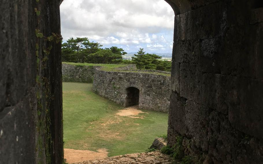 Zakimi Castle was built in the early 15th century by Gosamaru, a Ryukyuan lord and general who ruled over what is now Yomitan, Okinawa. It was named a World Heritage Site in 2000.