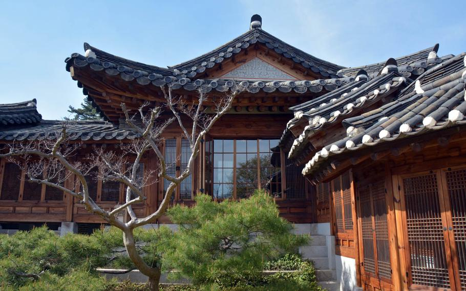 The Korea Furniture Museum comprises 10 traditional Korean dwellings known as hanok that have been salvaged and reassembled on a hilltop in northern Seoul.