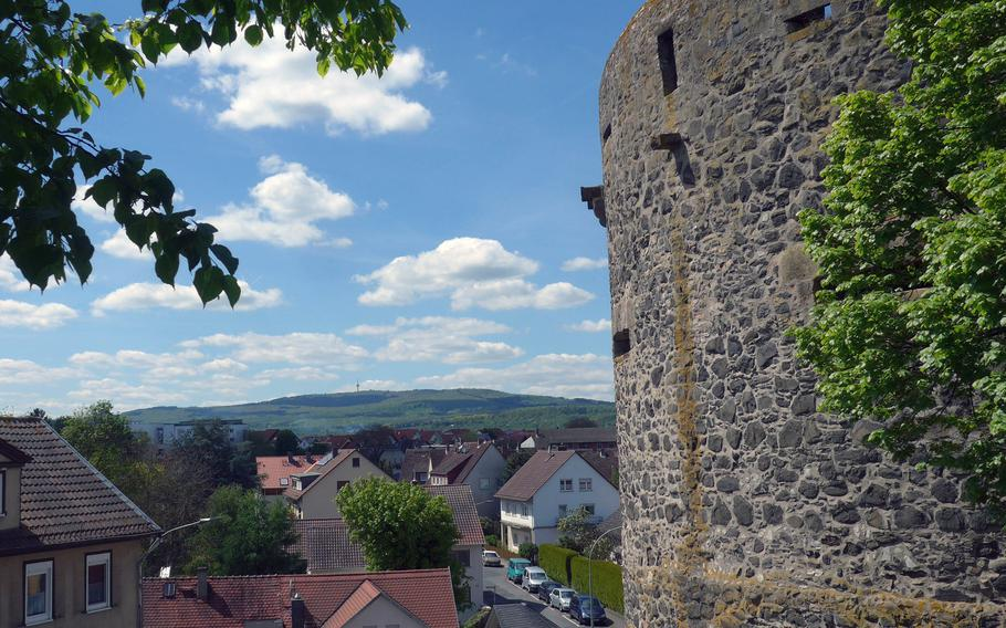 Dicker Turn, of Fat Tower, is the appropriate name for one of Friedberg Castle's medieval defensive towers. In the background is a view of the Wetterau, a hilly, pastoral region of central Hesse.