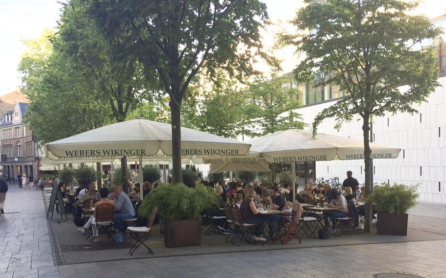The outdoor seating pavilion at Weber's Wikinger in Wiesbaden is an ideal place to enjoy a traditional German meal during the warm summer months. Located in Wiesbaden's old city in the shadow of the Hessian state parliament, the restaurant has a wide selection of meats and sauces as well as an extensive beer menu.