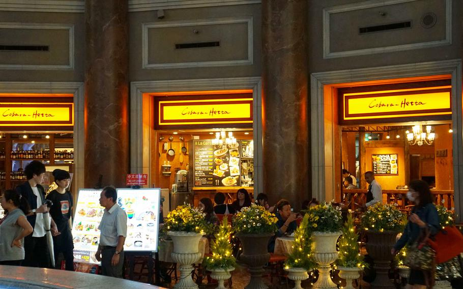 Cobara-Hetta is in the fountain plaza on the second floor of Odaiba's VenusFort mall in Tokyo.