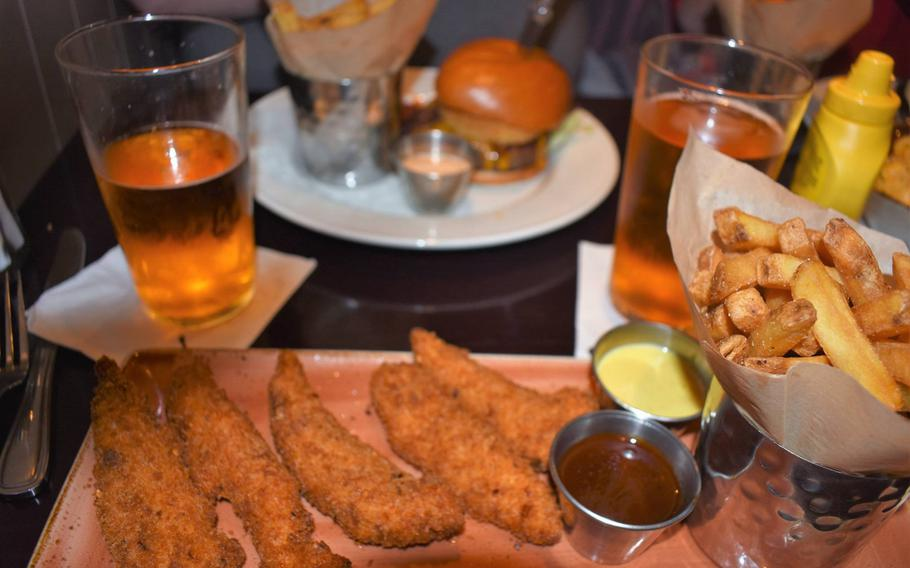Food at the original Hard Rock Cafe in London is expensive but a reasonably good value, especially considering its entertainment value, its never-ending wait list and its location in an upscale area of London.
