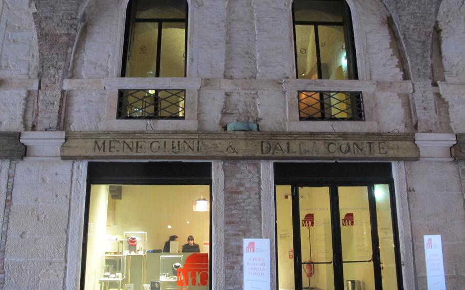Vicenza's Jewelry Museum exhibits beautiful pieces of jewelry from the most renowned designers and firms in the world, many of whom are Italian. Visitors are not allowed to take photos, and the exhibition is monitored by cameras and attendants.
