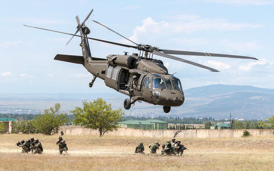 A Georgia Army National Guard UH-60 Black Hawk lifts off after inserting Georgian special forces during an urban operations exercise at the Vaziani Training Area on Aug 5, 2018 during Noble Partner 18.