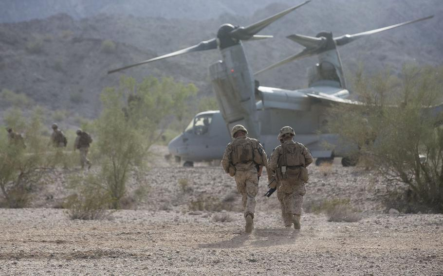 U.S. Marines with Alpha Company, 1st Battalion, 3d Marine Regiment, rush to board an MV-22B Osprey aircraft assigned to Marine Aviation Weapons and Tactics Squadron One while conducting insertion operations in Welton, Arizona, Sept. 19, 2018.