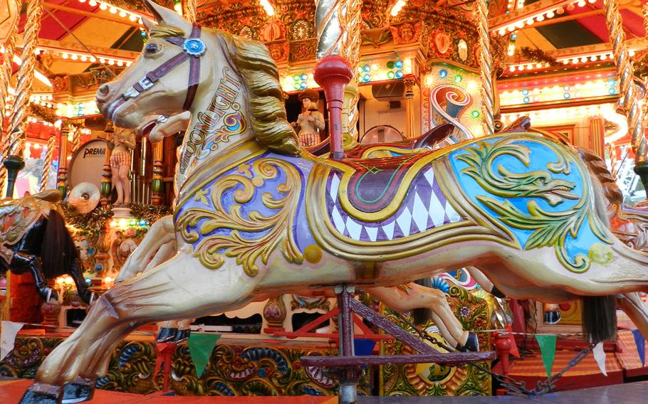 A dreamy carousel with beautifully decorated horses fits right into the magical atmosphere at the Lincoln Christmas market in England.