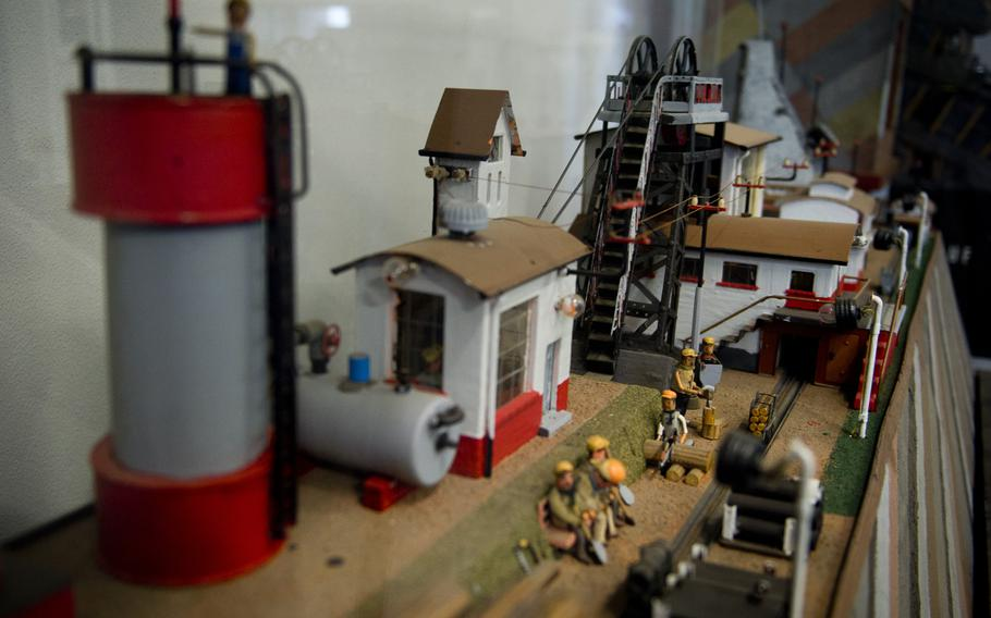 The Saarland Mining Museum in Bexbach, Germany has a plethora of dioramas depicting mine operations.