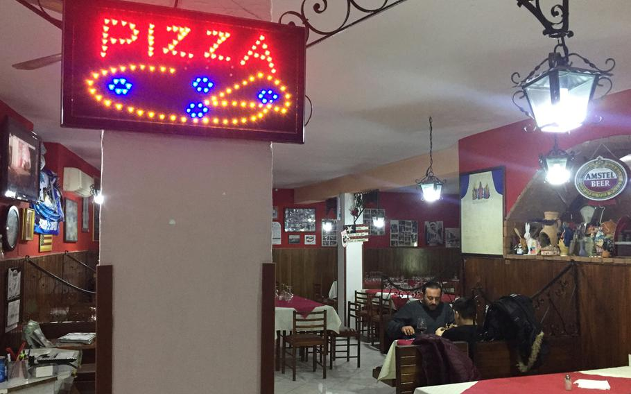 A quiet evening at the Ristorante Pizzeria Il Pentolone, which has diverse decor to go with its variety of pizza, seafood, meat dishes and desserts.