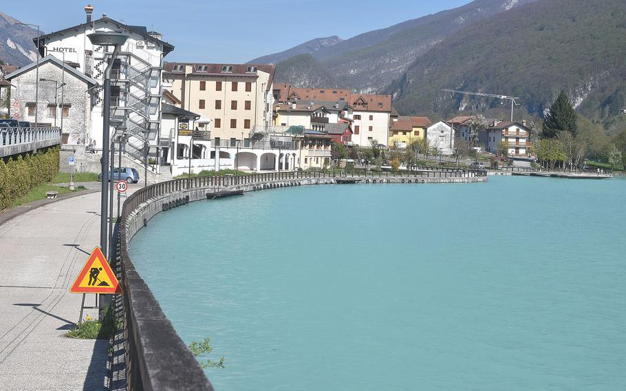 Even during the busiest time of the year, the town of Barcis doesn't merit a lot of time from tourists. Only a few restaurants and shops would be of interest. But the lake it straddles is a definite attraction no matter the season.
