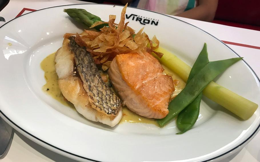 The salmon lunch set at Viron is served with a tasty cream sauce, asparagus and fried onion.