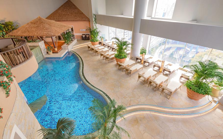 In the Healing Baden area, visitors can use stone sauna and rest on sofas and warm wood-floored space, which has Asian resort style decoration.