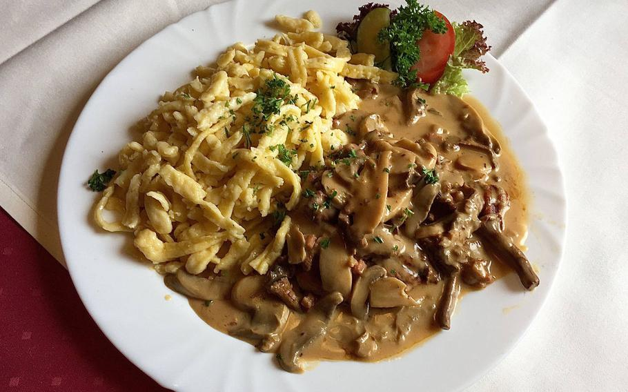 Schweinelende in Waldpilzpreiselbeer-Rahmsauce, a pork tenderloin special of the day, smothered in a rich brown gravy laden with a variety of fresh mushrooms and a side of spaetzle.