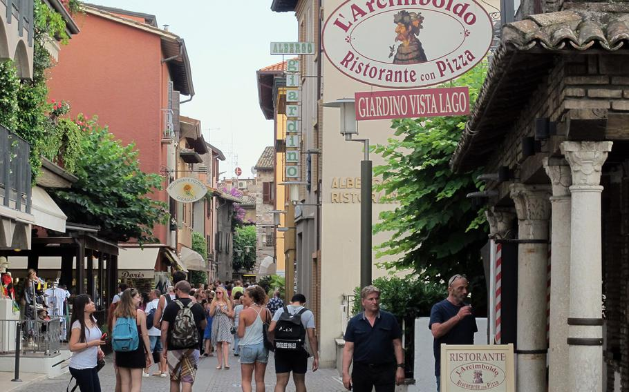 Arcimboldo, an elegant but casual restaurant in the center of the old town of Sirmione, Italy, is reached from the street through an arcade of shops selling souvenirs, shoes and inexpensive jewelry to tourists.