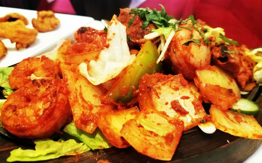 The tandoori platter at Indian Restaurant Ganesha Grafenwoehr, with lamb, shrimp and chicken, cooked with peppers and onions.