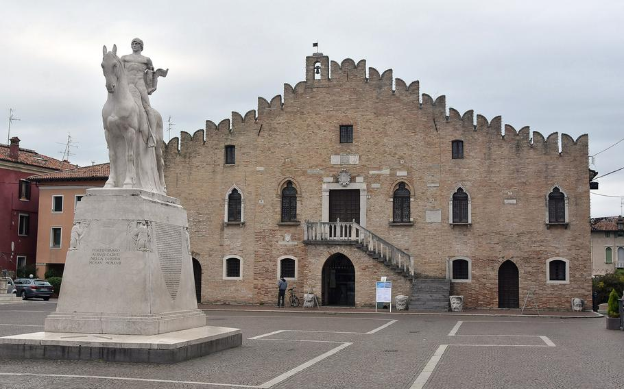 Portogruaro's city hall is located near the city's cathedral and features a plaza with a statue dedicated to those who lost their lives in war.