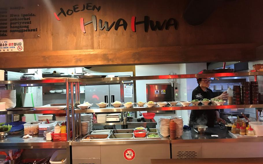 The wait staff at Hoejen Hwa Hwa speak English and are friendly to the American clientele.
