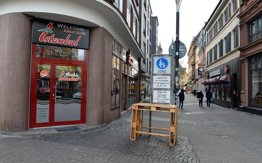 The Istanbul Kebap Haus in Kaiserslautern located on 1 Market Strasse downtown has great Turkish food for the family or late night fun seeker. The service is great and the prices reasonable.