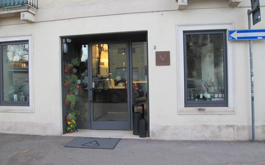 Fattore F in downtown Vicenza, Italy, is a small restaurant serving gourmet pizza.